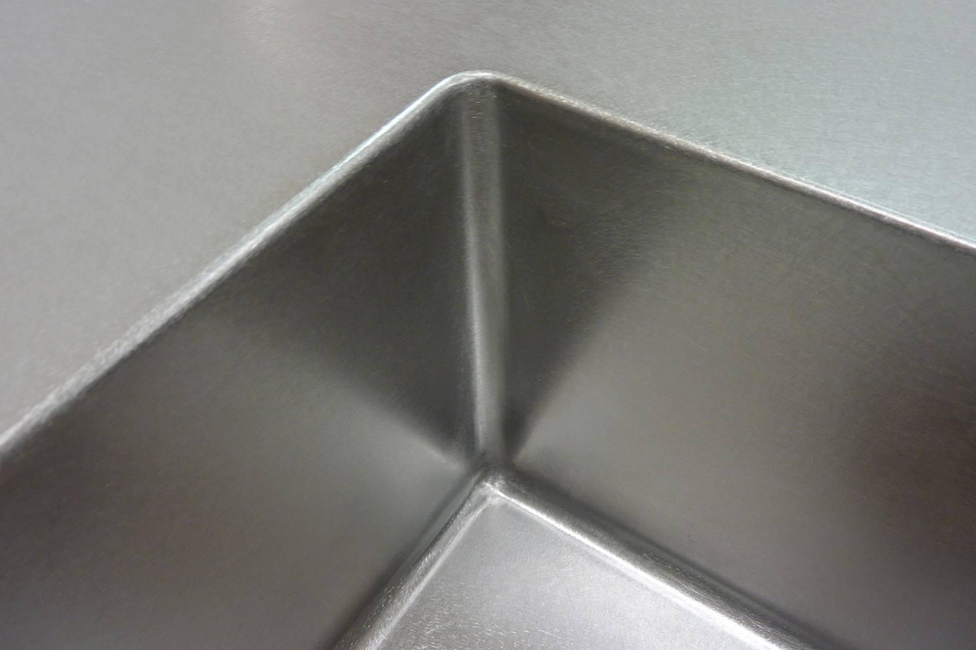 Küchen & Arbeitsplatten